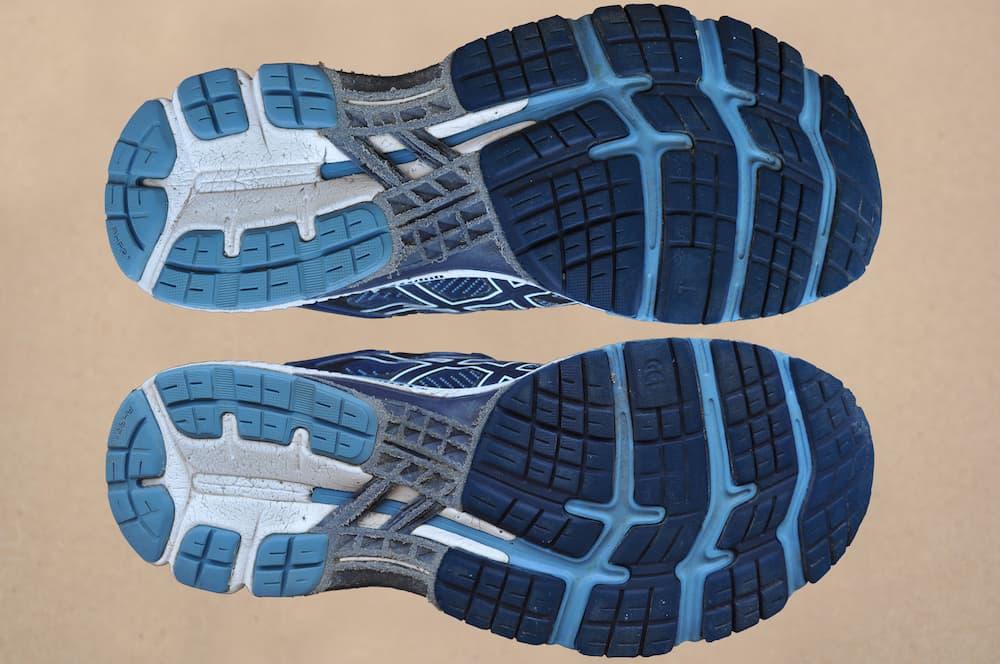Подошва кроссовок ASICS GEL-Kayano 26 выглядит достойно после такого пробега
